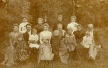 Rodzina wśród bażantów
